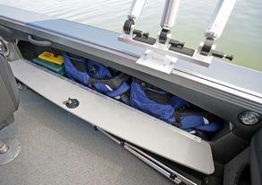 Lund Boats 2075 Tyee Magnum Starboard Storage
