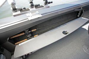 Lund Boats 2075 Tyee Magnum Port Storage