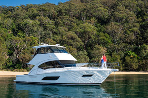 Riviera 57 Enclosed Flybridge