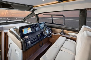Sea Ray Fly 460