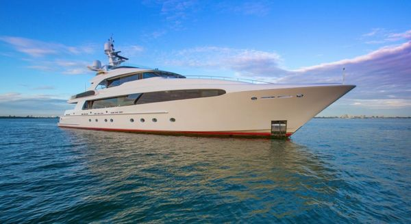 5 BSA Superyachts Of The Week: The Best Christmas Charter Yachts!